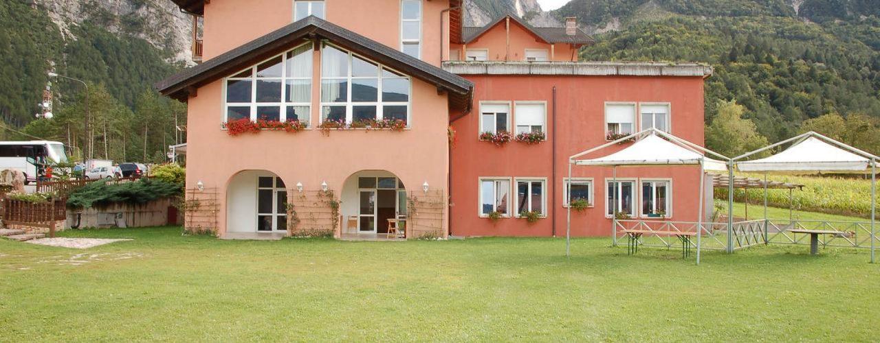L'Hotel Paoli si trova in una zona tranquilla a pochi km di distanza dai laghi di Levico Terme e Caldonazzo.